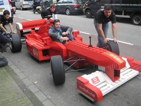 汽车诞生了.这辆法拉利f1是按1:1比例模仿f2008制造的,显然它高清图片