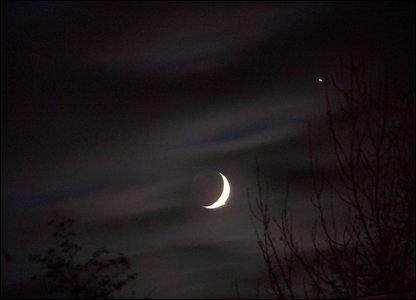 金星木星上演双星伴月奇景似夜空笑脸(图)(下)