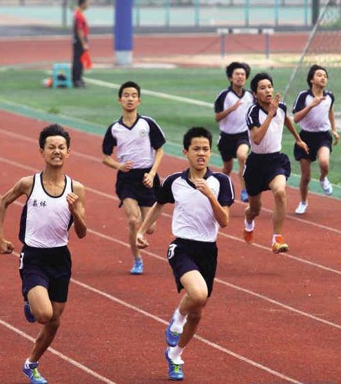 体育考试总分60分,其中统一考试40分,体育素质综合评价20分,计入考生图片