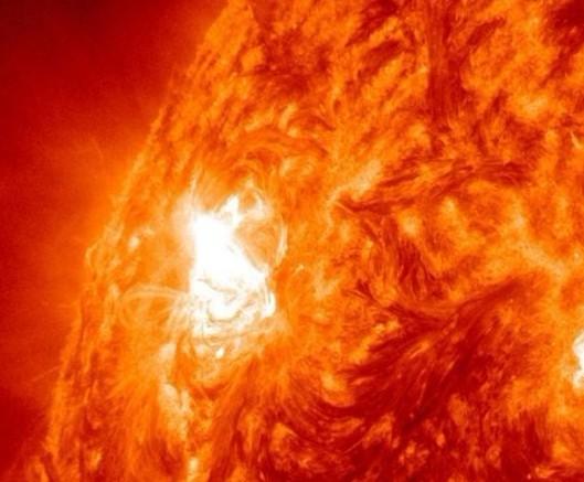 日冕为何拥有惊人温度