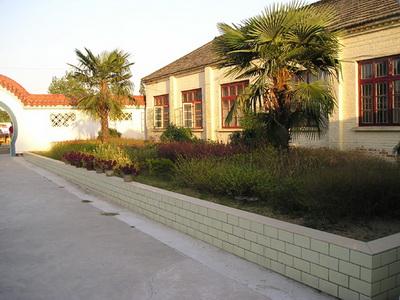 高汉/江都区高汉中学创办于1957年,校园占地面积15亩,现有教职工...