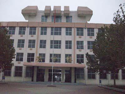 前身为德城区人民中学.学校位于 走进四中校园,迎接你的是道路两图片