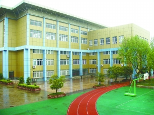 区调整中学教育,十八中初中部与红光初中合并,沿用南京市第十八中年级地理知识七学校图布局图片