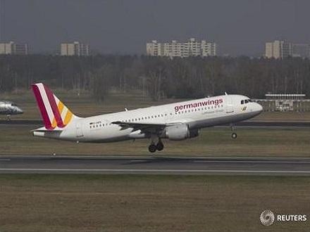 德国载150人客机在法坠毁 无人生还-双语英语