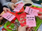 吃饺子领压岁钱 北邮春节留校生提前过年